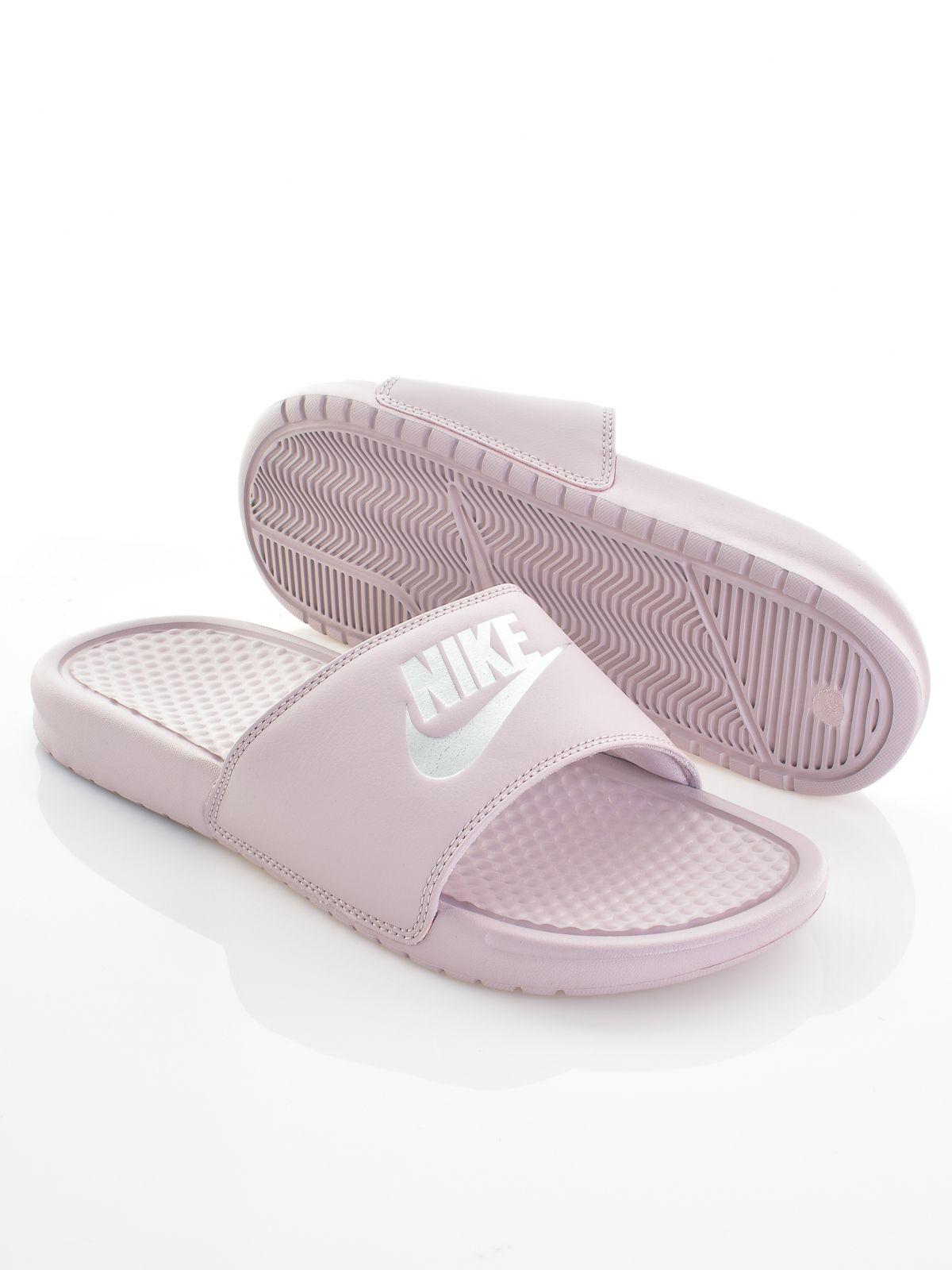 2565bf5bd262 Nike női papucs Benassi